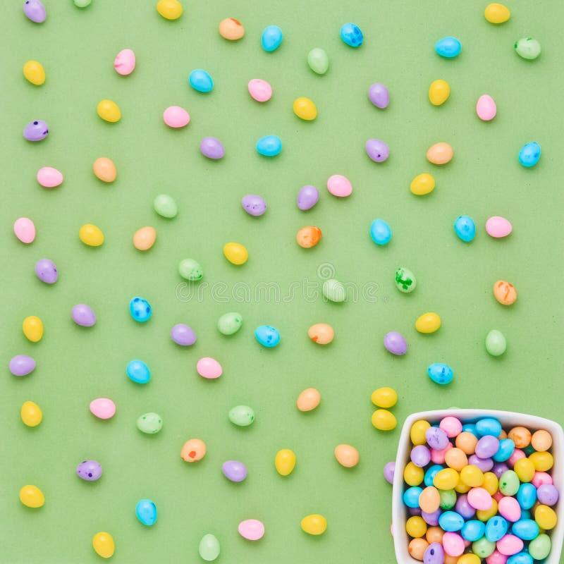 Huevos de caramelo coloridos fotos de archivo libres de regalías