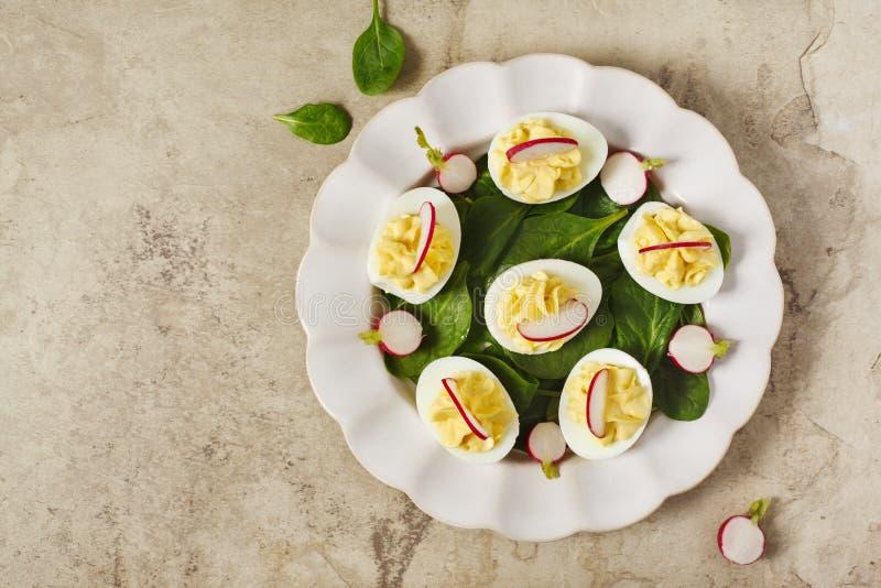 Huevos de Deviled como aperitivo, visión superior foto de archivo libre de regalías