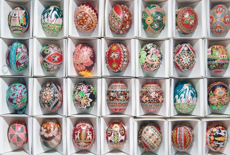 Huevos de Pascua únicos en un rectángulo. fotos de archivo libres de regalías
