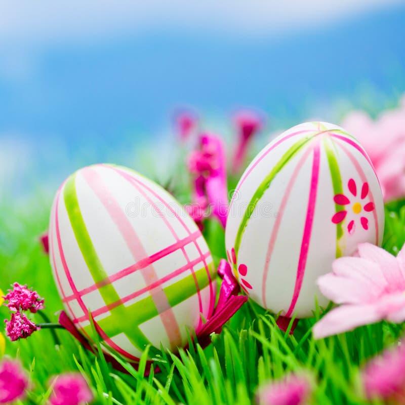 Download Huevos de Pascua imagen de archivo. Imagen de verde, hierba - 41909763