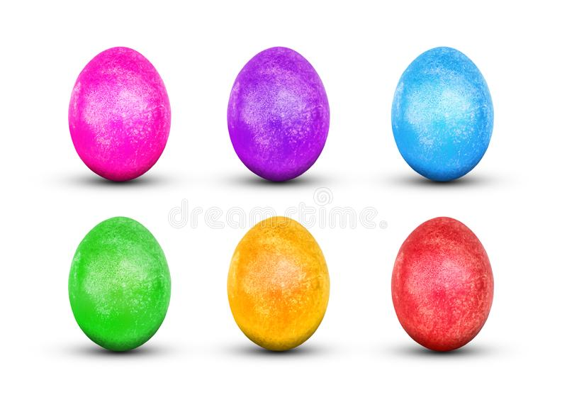 Huevos de Pascua aislados en el fondo blanco Rojo, verde, púrpura, amarillo, azul, rosado, huevos pintura dorada brillante decora foto de archivo