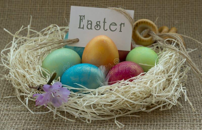 Huevos de Pascua coloreados foto de archivo