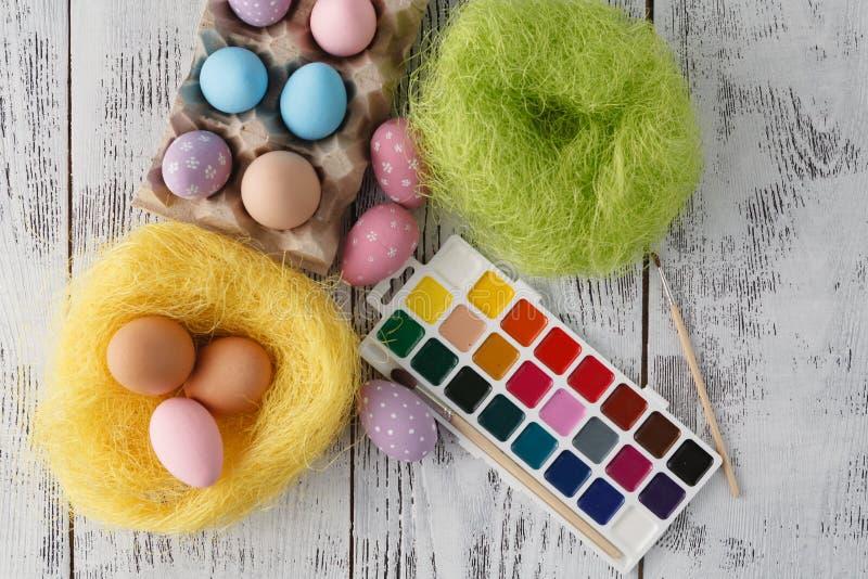 Huevos de Pascua coloreados pastel imagenes de archivo