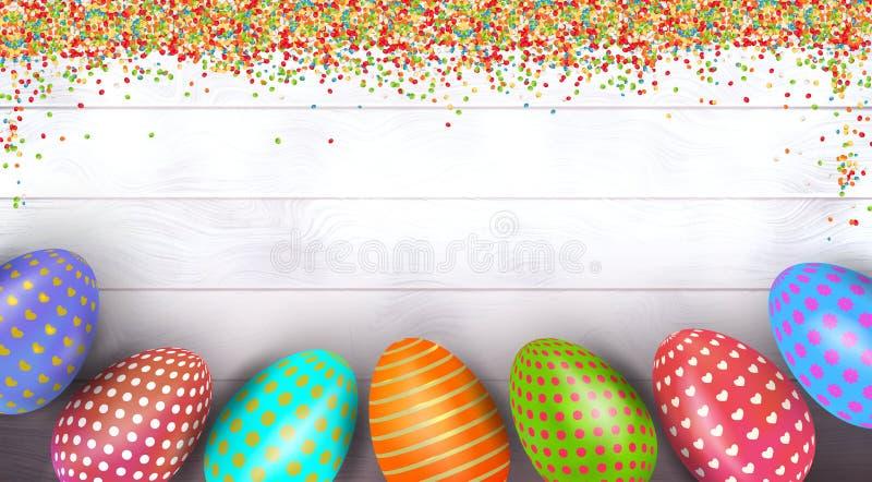 Huevos de Pascua coloridos pintados en fondo de madera con el polvo de bolas del azúcar y espacio para el texto fotografía de archivo