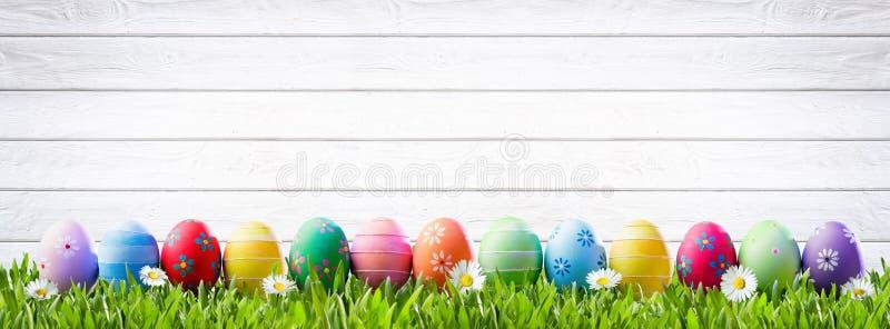 Huevos de Pascua en una fila foto de archivo libre de regalías