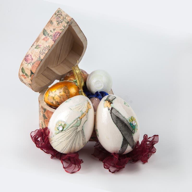 Huevos de Pascua hechos a mano fotos de archivo