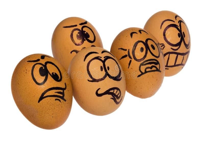Huevos de Pascua, pintados en caras divertidas aterrorizadas de una historieta de un individuo imagen de archivo libre de regalías