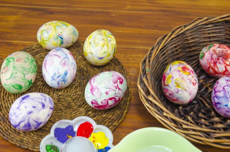 Huevos de Pascua recientemente pintados imagen de archivo