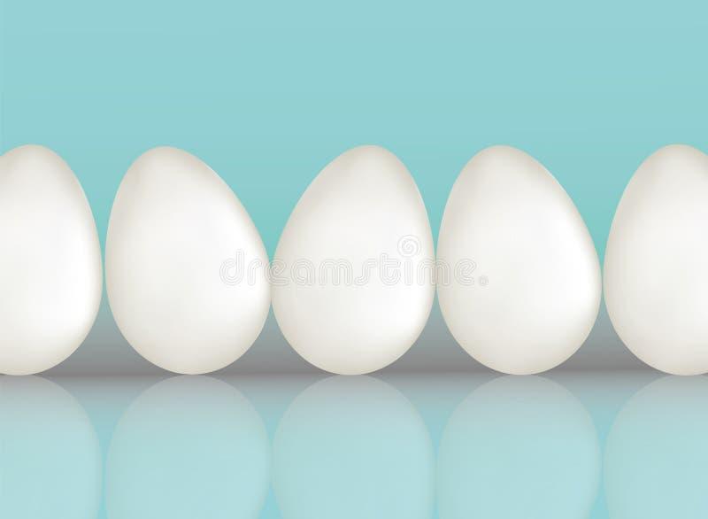 Huevos de un pollo de cinco blancos en fondo azul del color con el reflaction Producto ecológico natural de la proteína Alimento  ilustración del vector