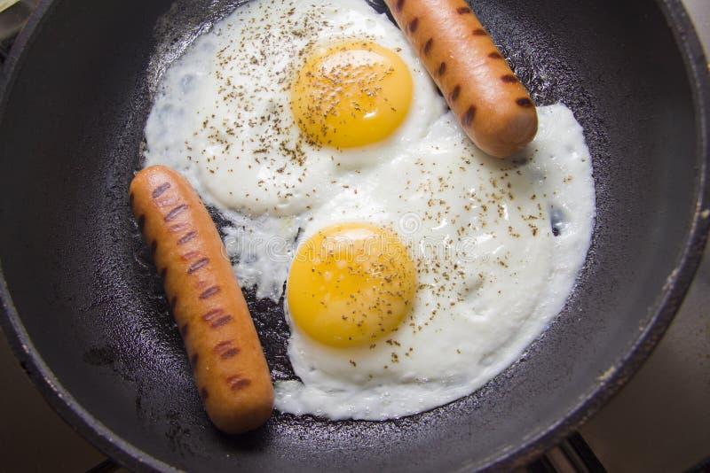 Huevos del pollo frito fotos de archivo