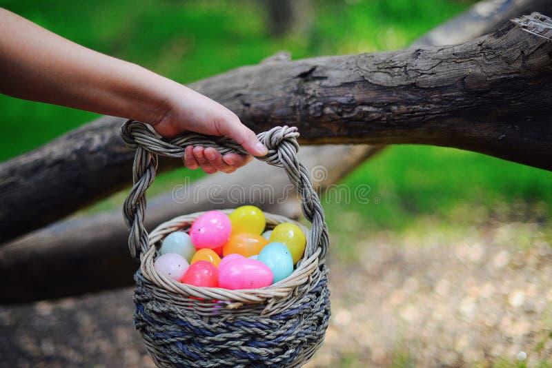 Huevos en la cesta fotos de archivo libres de regalías