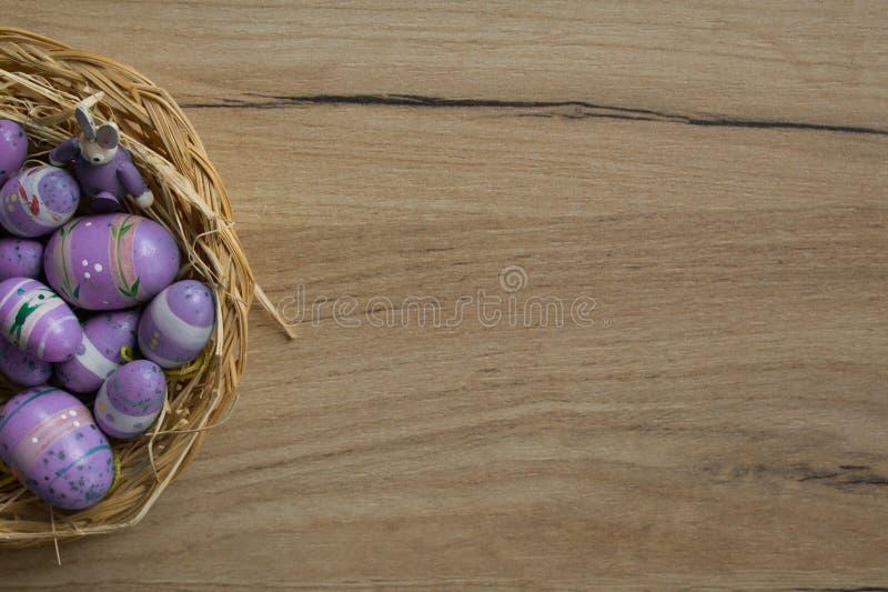 Huevos en una cesta fotografía de archivo libre de regalías
