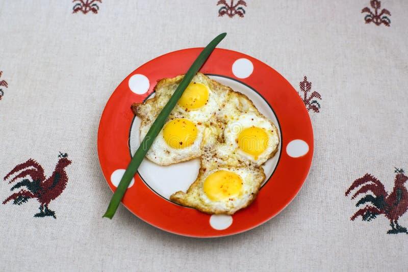 Huevos fritos de los huevos de codornices fotos de archivo