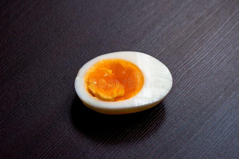 Huevos hervidos mitad fotografía de archivo