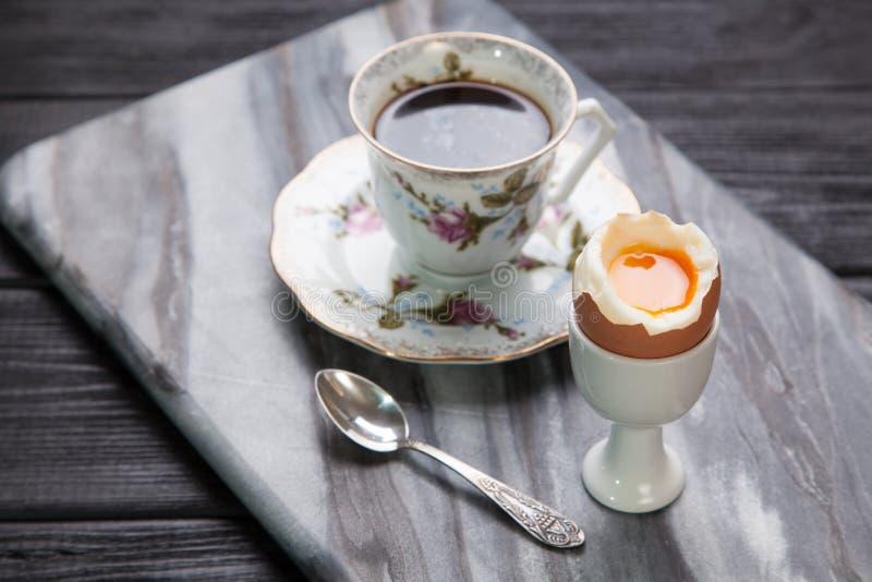 Huevos y café hervidos fotografía de archivo