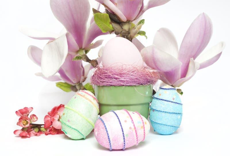 Huevos y flores de EEaster imagen de archivo
