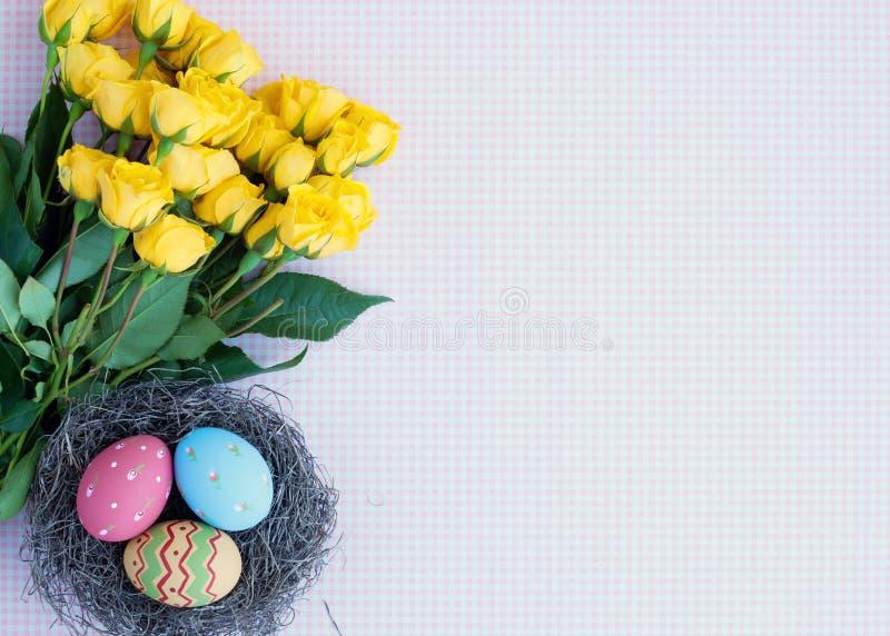 Huevos y flores de Pascua del vintage imagen de archivo libre de regalías
