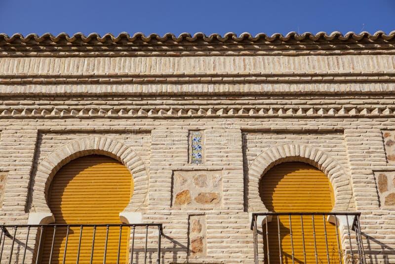 Hufeisenbögen über mudejar Ziegelsteinwand, Toledo, Spanien stockbild