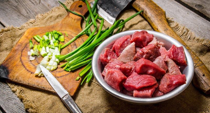 Huggit av rått kött royaltyfri foto