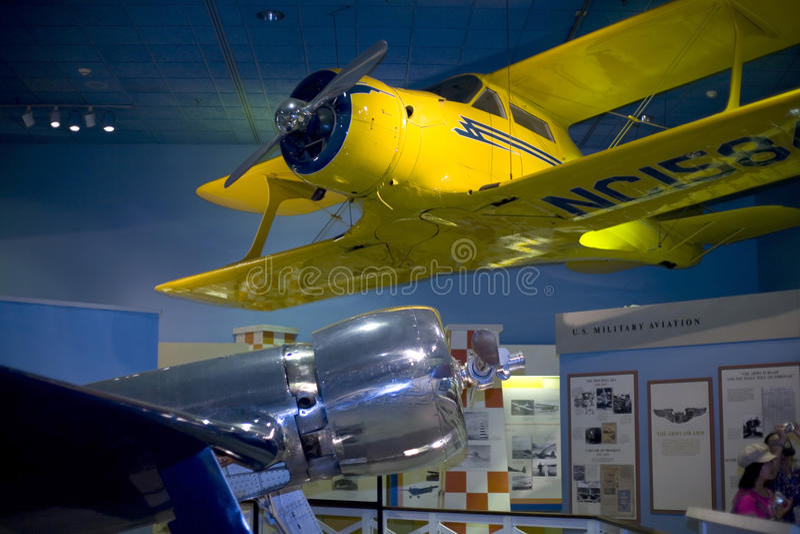 Hughes H-1 e velivoli di Staggerwing del modello 17 del faggio fotografie stock