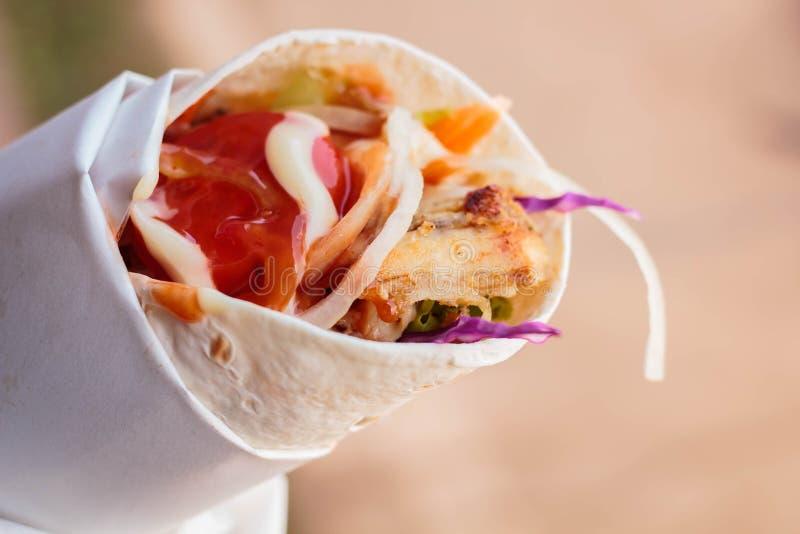 Huhn-doner Kebab, türkisches Straßenlebensmittel stockbild