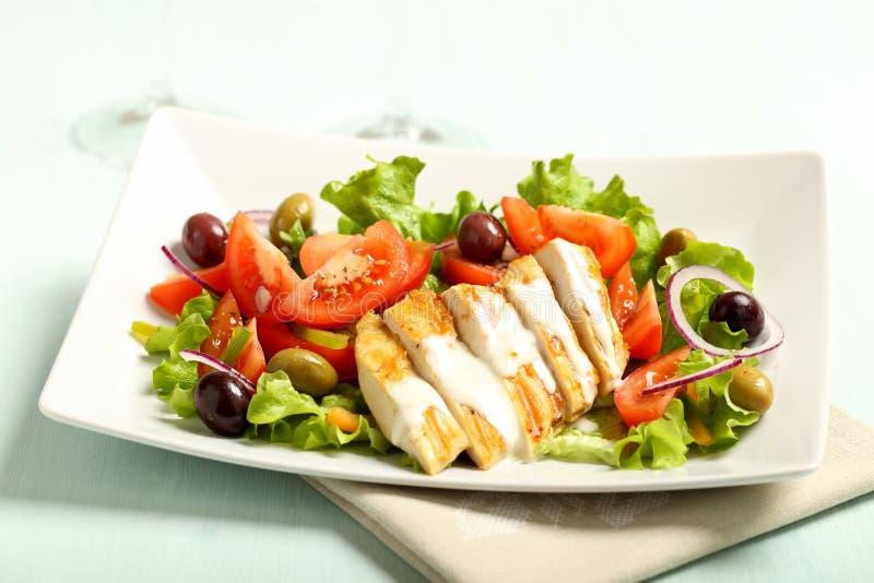Huhn gegrillter Salat mit Tomaten stockbilder