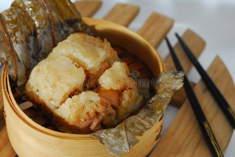 Huhn im klebrigen Reis lizenzfreies stockfoto