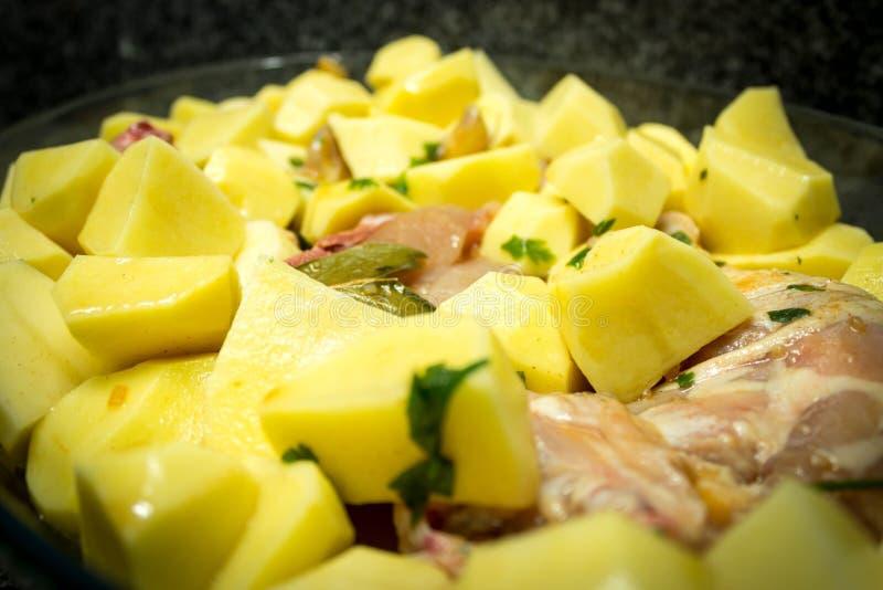 Huhn im Ofen lizenzfreies stockbild