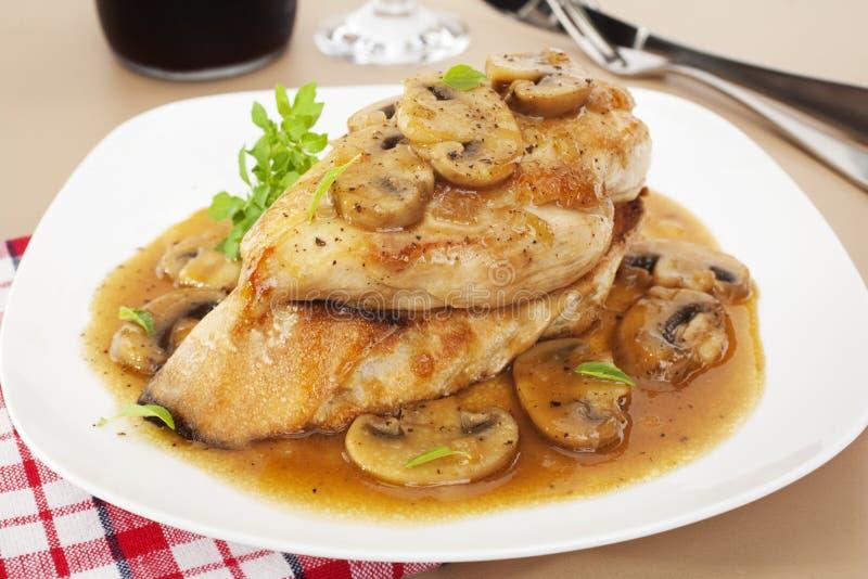 Huhn Marsala Italiener-Nahrung stockfotos