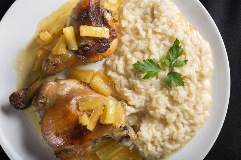 Huhn mit Ananas lizenzfreies stockfoto