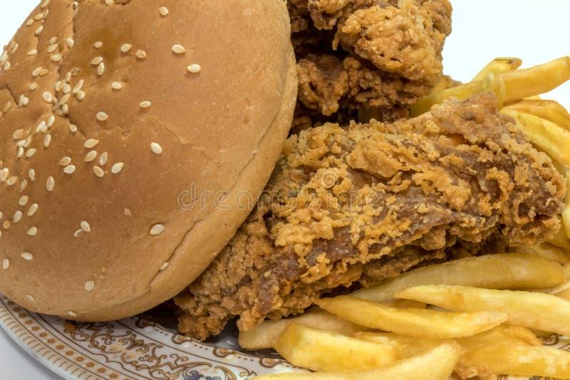Huhn mit Chips lizenzfreies stockbild