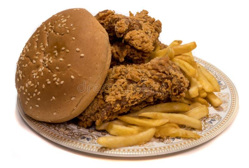 Huhn mit Chips lizenzfreie stockbilder