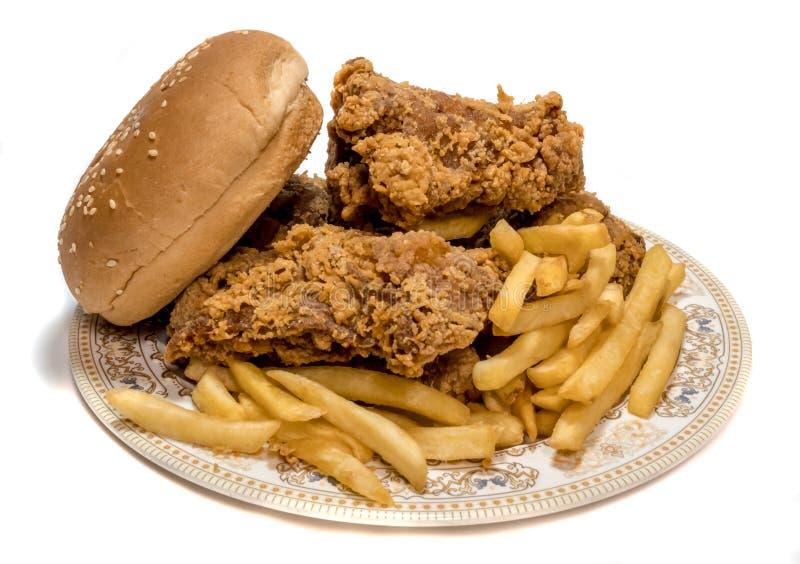 Huhn mit Chips lizenzfreie stockfotos