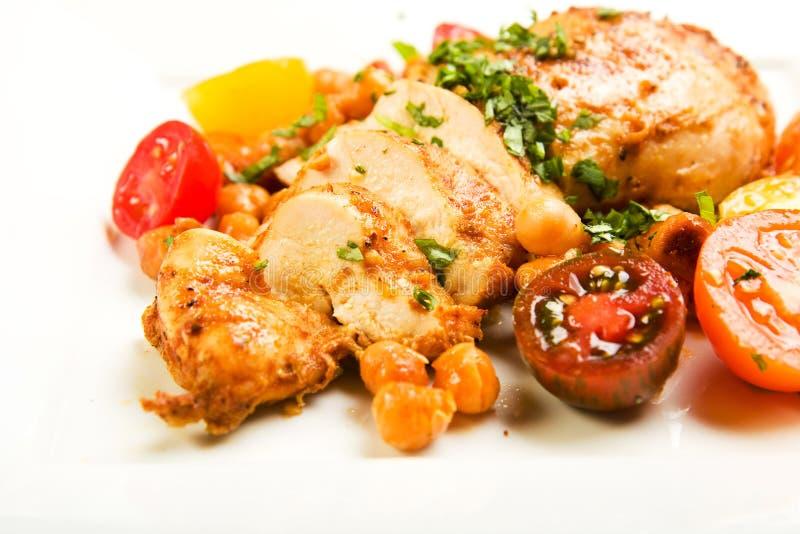 Huhn mit Tomaten und Kichererbse-Bohnen lizenzfreies stockbild