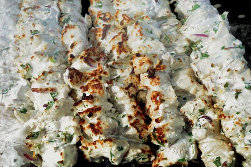 Huhn-shashlik, mariniert in der weißen Kefirmarinade lizenzfreie stockfotos