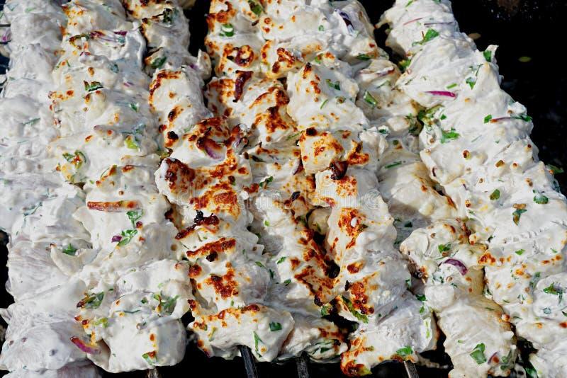 Huhn-shashlik, mariniert in der weißen Kefirmarinade lizenzfreies stockfoto