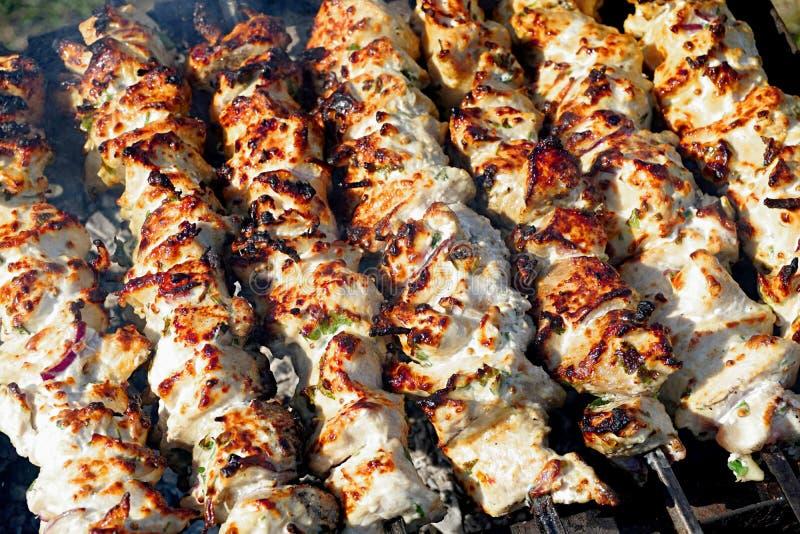 Huhn-shashlik, mariniert in der weißen Kefirmarinade stockbild