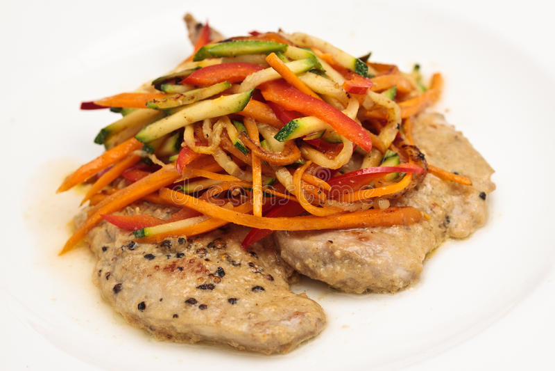 Huhn-Steak mit Gemüse stockfotos