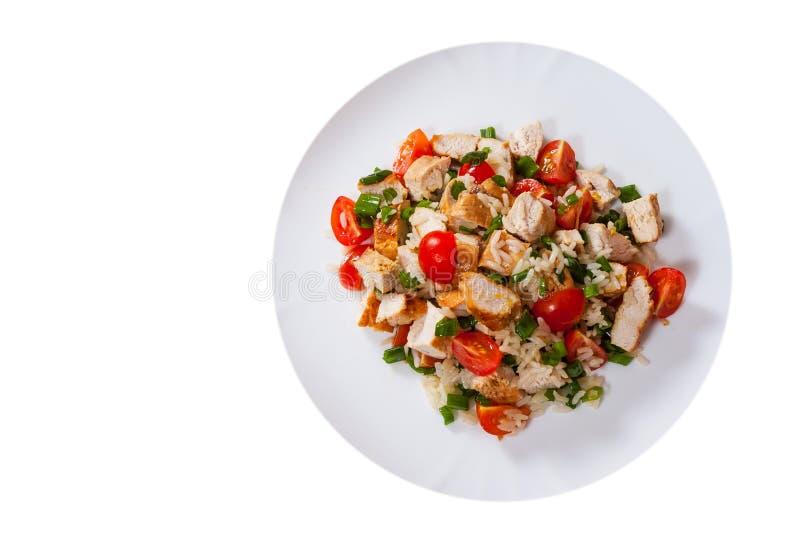 Download Huhn Und Reis-Salat Mit Frischen Tomaten In Einer Platte Beschneidungspfad Eingeschlossen Stockbild - Bild von gegrillt, platte: 96930423