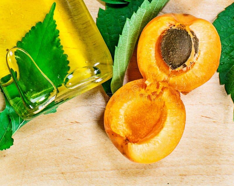 Huile d'abricot photo stock