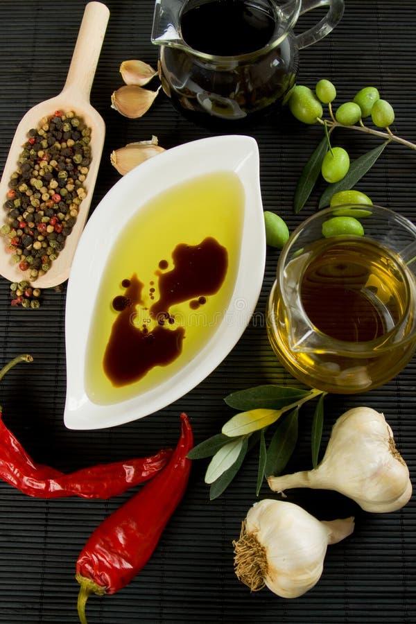 Huile d'olive et vinaigre balsamique image stock