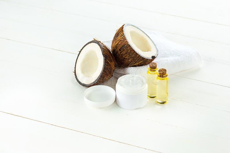 Huile de noix de coco naturelle photos libres de droits