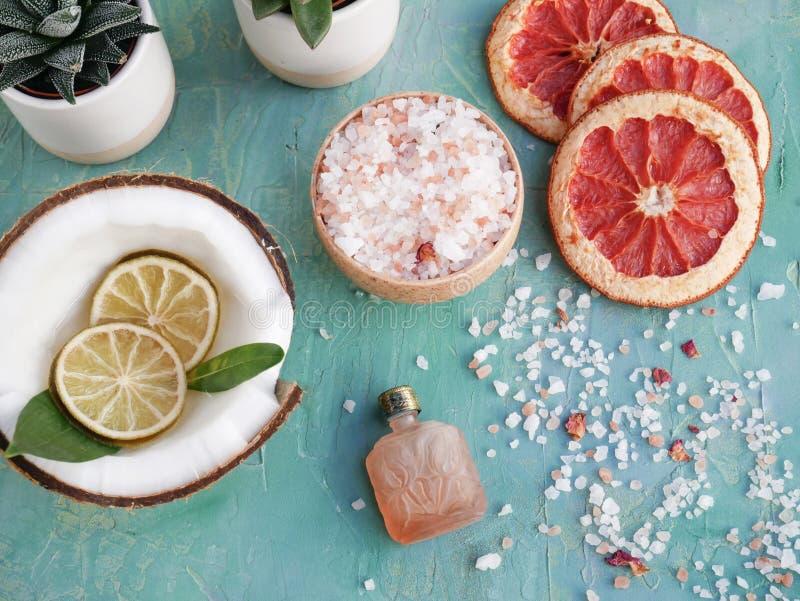 Huile essentielle et soins de la peau organiques photos stock