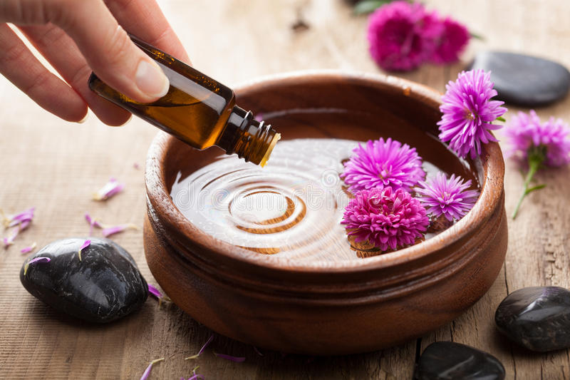 Huile essentielle pour aromatherapy photographie stock libre de droits
