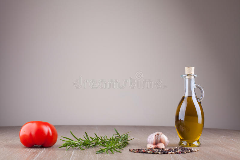 Huile et épices d'olive photographie stock libre de droits