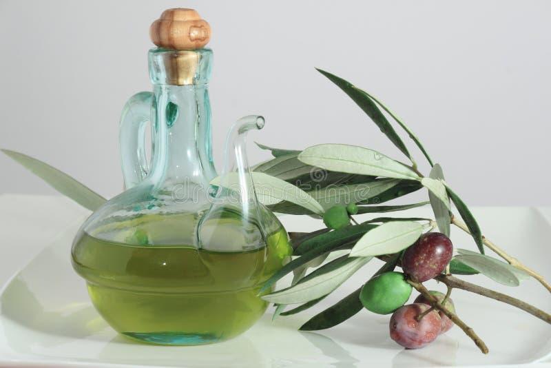 Huile et olives d'olive photos libres de droits