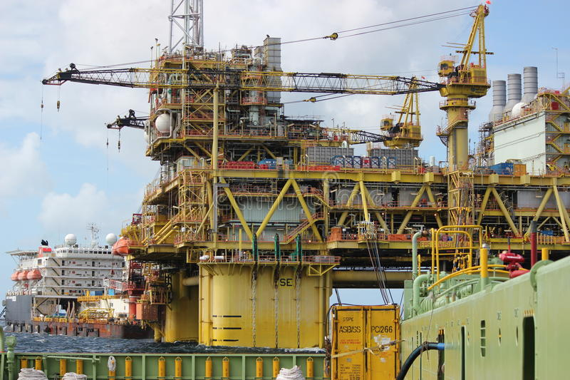 Huile et prospection de gaz à côtier malaisien photographie stock libre de droits