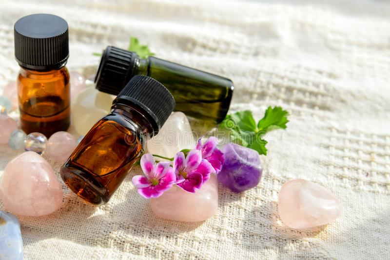 huiles essentielles de géranium pour le traitement d'aromatherapy image stock