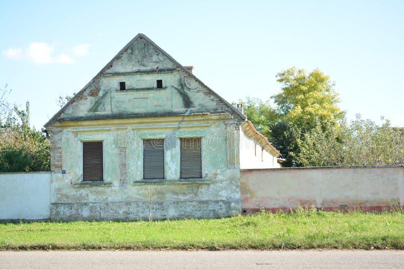 Huis aan het eind van de weg royalty-vrije stock foto