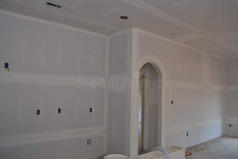 Huis in aanbouw met vers Geïnstalleerde Sheerrock royalty-vrije stock afbeelding